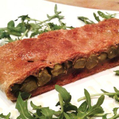 Tante fibre con la pizza integrale ripiena di asparagi