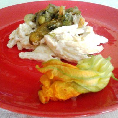 Trofie, ricotta e fiori di zucca, piatto unico estivo leggero