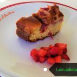Torta con fragole leggera e nutriente: un confronto con una merendina industriale