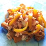 Omega 3 e antiossidanti: pasta con salmone, peperoni, olive